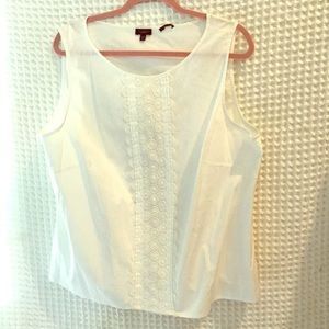 Talbots embroidered sleeveless top. 22P